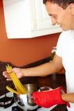 Kochen des Makkaronis Stockfotos