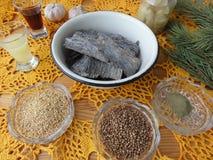 Kochen des Meerespflanzensalats mit Gewürzen Lizenzfreie Stockfotografie