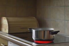 Kochen des Potenziometers auf Ofen lizenzfreies stockfoto