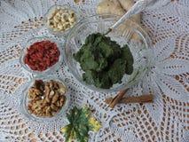 Kochen des vegetarischen gesunden Lebensmittels mit goji Beeren Stockfotografie