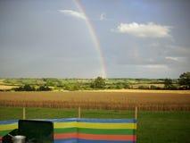 Kochen im Freien mit Regenbogen Stockfoto