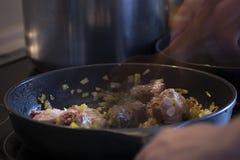 Kochen von die Türkei-Fleisch Stockbilder
