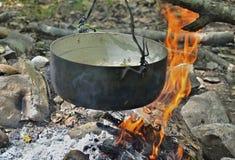 Kochen von Fischsuppe 7 Stockfotografie