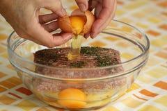 Kochen von gehacktem Fleisch Stockfoto