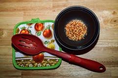 Kochen von Gewürzen und von Kräutern lizenzfreies stockfoto