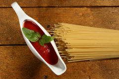 Kochen von italienischen Teigwaren Stockfotografie