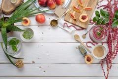 Kochen von Kosmetik, Aloe, Pfirsich, Amarant lizenzfreie stockbilder