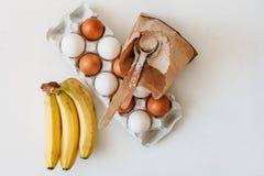 Kochen von Kuchen und von Bonbons stockbilder