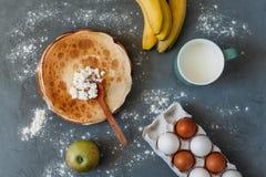 Kochen von Kuchen und von Bonbons lizenzfreie stockfotografie