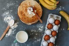 Kochen von Kuchen und von Bonbons lizenzfreie stockfotos