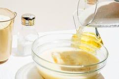 Kochen von Pfannkuchen, Blini Stockfoto