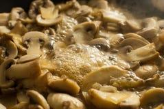 Kochen von Pilzen Stockbilder