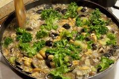 Kochen von Risotto Lizenzfreies Stockbild