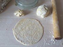Kochen von Tortillas für Rollen Stockfotos