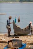 KOCHIN, INDIA-FEBRUARY 24: Fishermen on the city port on Februar Royalty Free Stock Images