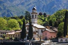 Kościół na foreshore Jeziorny Como Obrazy Royalty Free