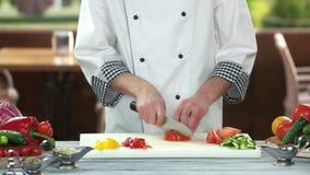 Kock Cutting en tomat lager videofilmer