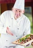 kock Kock Cooking Kock som dekorerar maträtten Kock som förbereder ett mål Kocken i hotell- eller restaurangkök förbereder att de Arkivfoton
