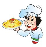 Kock med en platta av spagetti Royaltyfria Bilder