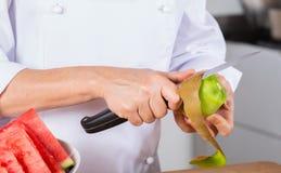 Kock med frukter Royaltyfri Bild