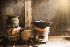 Kock med kol Cl för thailändskt traditionellt kol för kök brinnande Royaltyfri Bild