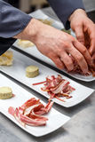 Kock som förbereder aptitretaren Royaltyfria Foton