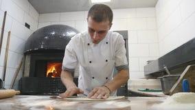 Kock som förbereder en pizza Pizzaställe kvinna för vektor för förberedelse för matillustrationkök goda pizzalukter för kock Kock arkivfilmer