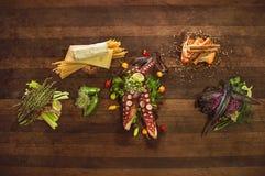 Kock Table Raw Food royaltyfri bild