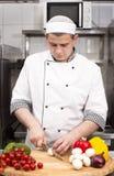Kocken förbereder ett mål Arkivbild