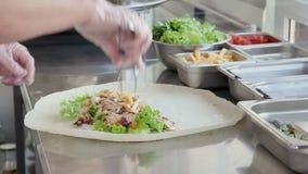 Kocken gör Shawarma arkivfilmer
