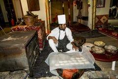 Kocken i den egyptiska nationella restaurangen Fotografering för Bildbyråer