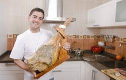 Kocken i köket. royaltyfri fotografi