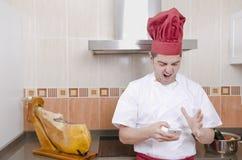 Kocken i köket. royaltyfri foto
