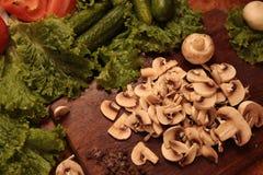 Kockgrönsaker Förälskelse till det sunda ätabegreppet Royaltyfria Bilder