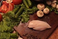 Kockhöna och grönsaker Förälskelse till det sunda ätabegreppet Royaltyfri Foto