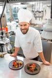 Kockkock på köket royaltyfria bilder
