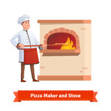 Kockkock som sätter pizza till en tegelstenstenpanna Arkivfoto