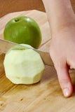 Kockrengöringar klippte äpplet för att laga mat färdig serie för ostkaka av matrecept royaltyfria bilder