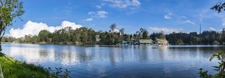 Kodaikanal湖全景(小山驻地的泰米尔纳德邦公主), 免版税库存照片