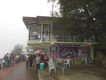 Kodaikanal, Tamil Nadu, Inde - 12 juin 2010 le brouillard et le nuage ont couvert l'observatoire près de la promenade de Coaker†Photos stock