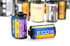 Kodak glissent le film 35mm. Photographie stock libre de droits