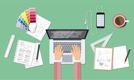 Kodifiera för affärsrengöringsduk och idérik designworkspace Fotografering för Bildbyråer