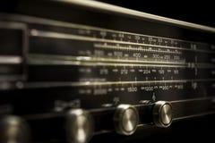Kodsearcher för en radio Arkivfoto