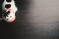 Koedocument kunstbeeldhouwwerk op de houten vloer Royalty-vrije Stock Foto's