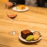 Koekje en Brownies met roze wijnwijn Stock Afbeeldingen
