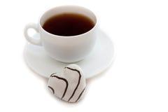 Koekjes in de vorm van hart met een kop van koffie Stock Afbeeldingen