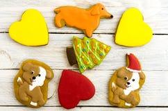 Koekjes in de vorm van honden, harten, sparren en beenderen De samenstelling van Kerstmis Royalty-vrije Stock Foto