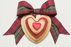 Koekjes en geruite Schotse wollen stofboog Stock Fotografie