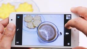 Koekjes en koffiebeeld stock footage