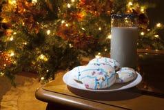 Koekjes en Melk voor Kerstman Royalty-vrije Stock Foto
